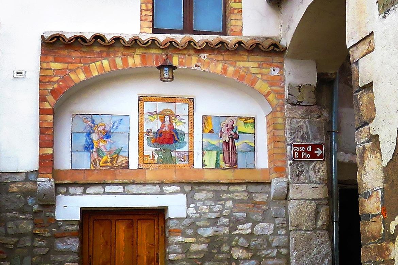The Door of the little Madonna to Pietrelcina