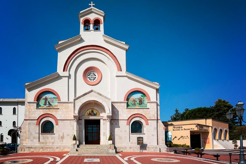 La iglesia de la Sagrada familia en Pietrelcina - Convento de Pietrelcina